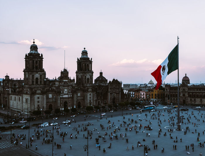 Living in a City <3 City City Life Cityscape Latin Latin America Mexico Mexico City Tenochtitlan Architecture Crowd Patriotism Street Streetphotography Tourism Vibrant Color Vibrant Colors