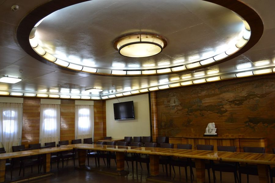 """The icebreaker Museum """"Lenin"""" Architecture Built Structure Ceiling Classroom Day Education Illuminated Indoors  Light Bulb Lighting Equipment No People Ship University"""