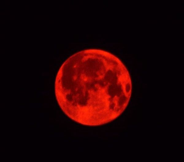 On September 5th the Fullmoon was red bcs of Wildfires from the EagleCreekFire & SkamaniaCountyFire on both sides of the Columbiarivergorge in both Washingtonstate & OregonState currently over 33000Acres have been Burned 😥 RedMoonBurning Fullmoon Firemoon PDXFireSkys Bonneville Dam Bridge Of The Gods Crown Jewel Of OR