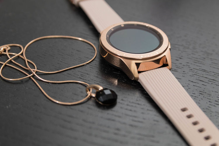 EyeEm Best Shots Eye4photography  EyeEm Best Pics EyeEm Still Life Close-up Indoors  Table Metal Two Objects Connection Focus On Foreground Personal Accessory Necklace Watch Samsung Watch Gold Colored Technology Selective Focus High Angle View Communication Smart Watch