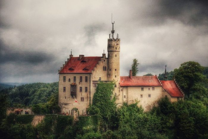 Burg Gößweinstein, nur eine von 170 mittelalterlichen Burgen in der Fränkischen Schweiz ... Romantik pur! Wer noch nicht weiß, wo er den nächsten Urlaub verbringen möchte, kann ja mal hier reinschnuppern und sich inspirieren lassen: http://www.fraenkische-schweiz.com/de/ Castle Cloudy EyeEm Best Shots EyeEm Nature Lover EyeEm Gallery EyeEmNewHere Fränkische Schweiz, DE Historical Building Holiday Like A Painting Places I've Been Romantic Romantic Landscape Sky And Clouds Walking Around Architecture Beauty In Nature Castle View  Cloud - Sky Eye4photography  Germany Historical Place History Nature Untamed Heart
