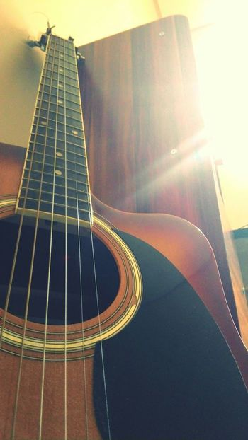 my old guitar <3