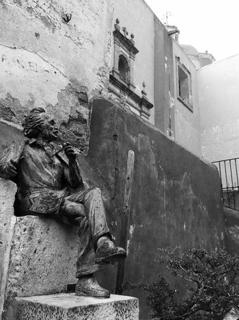 Viejo Sabio Guanajuato Wisdom Historic Old Smoking Statue Chromatic Building Exterior Architecture Built Structure Building Nature Day Outdoors History No People