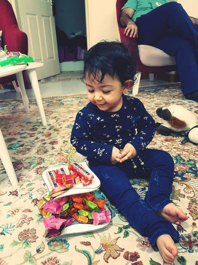Baby Children کودک شکلات بامزه Baby Girl Babylove Baby Babys Child Chocolate Chocolate♡ Chocolates Chocolat