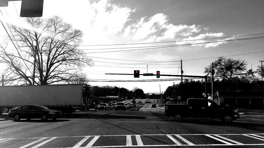Stop Light Right Lane Must Turn Right Showcase March Q Celebrate Your Ride Blackandwhite Photography Pineapple🍍 Intersection Cars Busy Black And White The Photojournalist - 2016 EyeEm Awards The Portraitist - 2016 EyeEm Awards