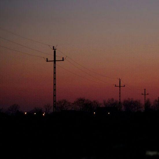 Kandelláber-csendélet az alföldi naplementében Sundown Industrial Puszta