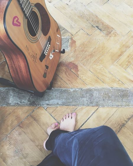 Cosy Day Favourite Places Guitar Old Floor Sunday With Friends