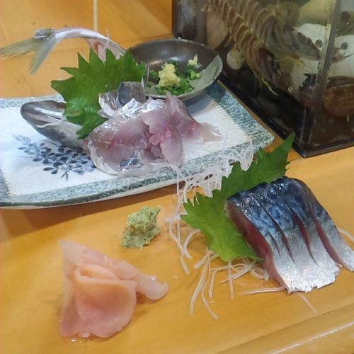 カミさんが帰省中につき、近所の鮨屋でひとり飯。 先ずは三重県産の真鯵の刺身と自家製〆鯖から。 ばんめし ひとり飯