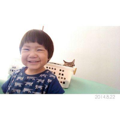 今日もみなさまに癒しを届けます……✩ * インカメラで金ちゃんとのツーショット。♩ かんたはニコニコいつもの作り笑顔で(笑)、金太郎はいつものカゴの中でスヤスヤお昼寝中。。 * しかし、このかんたの作り笑顔……祖母にそっくり◎笑 1歳10ヶ月 22ヶ月 男の子 息子 子供ig_kids兄弟loves_kidsig_boysig_oyabakabu猫ネコにゃんこぬこig_catsjust_cute_catsminu_the_cat3金太郎金ちゃんkintarouインカメラ