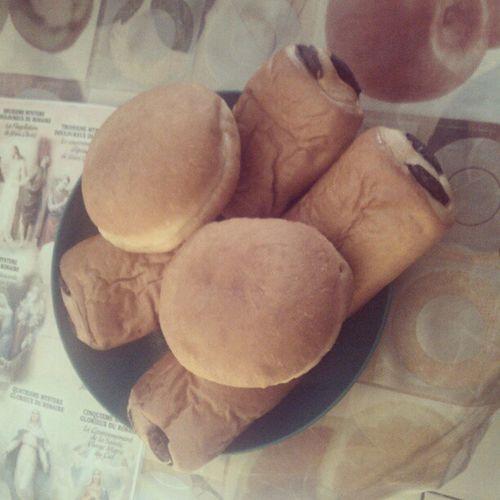 InstaPetitD èj InstaBeignet InstaPainAuChocolat Beignets a la pomme et pains aux chocolat, pour démarrer la journée..