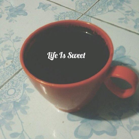 """Setiap orang punya caranya sendiri untuk jadikan hidupnya 'manis'. Namun cara bagaimanakah itu?? Belajar dari Mazmur 119:16 (BIS) """" """"KetetapanMu membuat aku senang; ajaranMu takkan kulupakan"""". Cara anda memilih untuk membuat manis akan menentukan arah hidupmu. Saran saya, pilihlah KESENANGAN SESUAI KEHENDAK TUHAN, maka your life will be the true sweetness... so make your choice..! Jesus bless you all... Inspirasi Lifeissweet Sweetness Coffeemornig coffee kopi"""