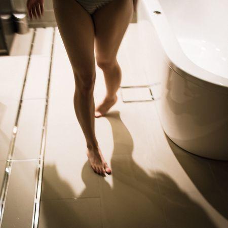 Portrait Model Fashion Photorhythm Light And Shadow Life Bathroom Legs
