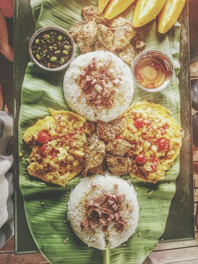 Breakfast by the farm 🍴 Omelette Friedrice Fruits BoodleFight Breakfast Breakfast Foodphotography