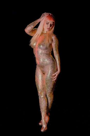 all models are made of glitter Fullbody Fullbodyshot Fullbodynude Glitter Sparkles Implied Nude_model Nude_not_porn Black Background Studio Shot Portrait Glittering Body Paint