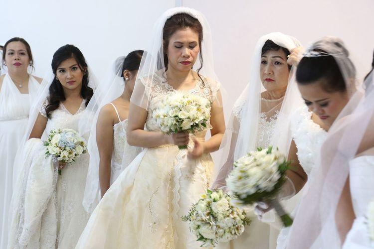 Philippines Manila, Philippines Manila Brides Mass Wedding Nuptial EyeEm Selects Bride Wedding Wedding Dress Bouquet Life Events Flower Wedding Ceremony Wife Women Love Married Cultures Ceremony