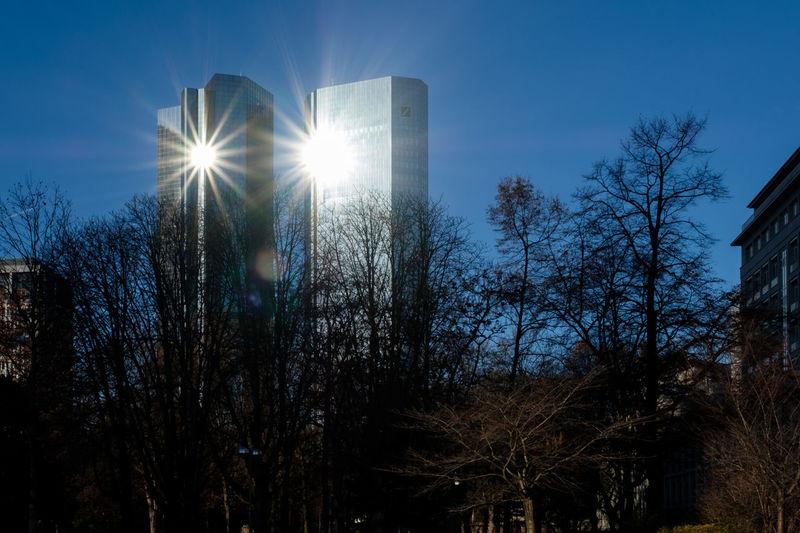 Deutsche Bank Back Lit Day Deutsche Bank Growth Lens Flare Nature No People Outdoors Réflexion Silhouette Sky Sun Sunbeam Sunlight Tree