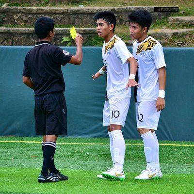 Every photo tells a story ⚽ . . . UAAP Uaap77 Uaapseason77 ADMUvsUST juniors ateneo AdMU UST uste sbspotlight soccerbible football themanansala