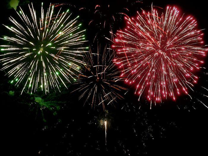 eve Green Cracker Festive Happy New Year Year2018