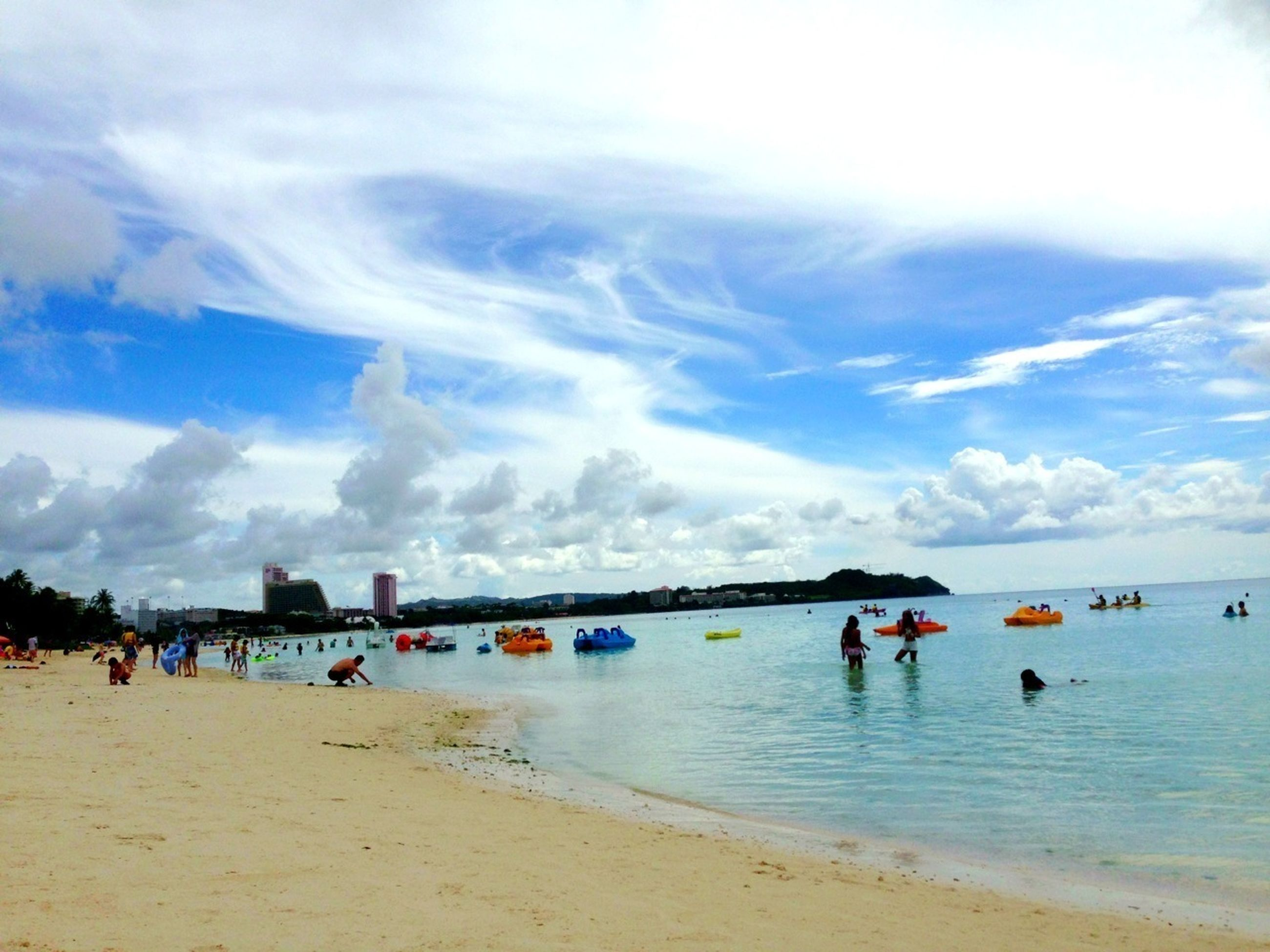 sea, water, beach, large group of people, sky, cloud - sky, shore, vacations, leisure activity, sand, lifestyles, scenics, mixed age range, horizon over water, beauty in nature, nature, cloudy, men, tourist