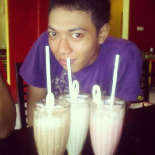 Yang mau nikah langsung kursus penggemukan dengan saya :3 #milkshakes #yummy #boy Yummy Boy Milkshakes