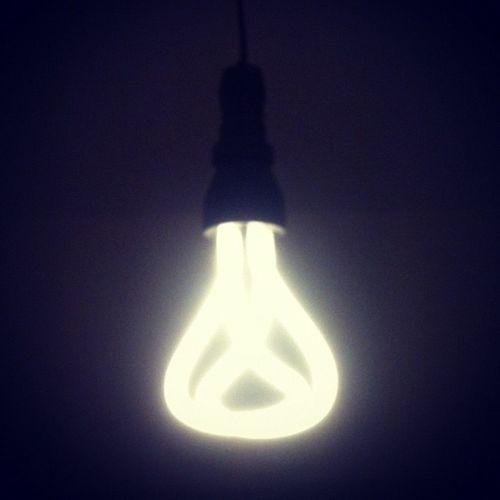Replacing bulbs with #Plumen Plumen