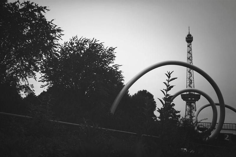 Bnw_friday_eyeemchallenge urban landscape... Sculpture