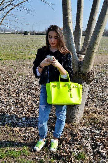 Fashionista Fluo  Bag Ripped Jeans