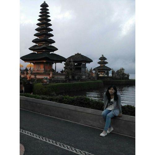 Taking Photos Bedugul Ulun Danu Temple Bali, Indonesia