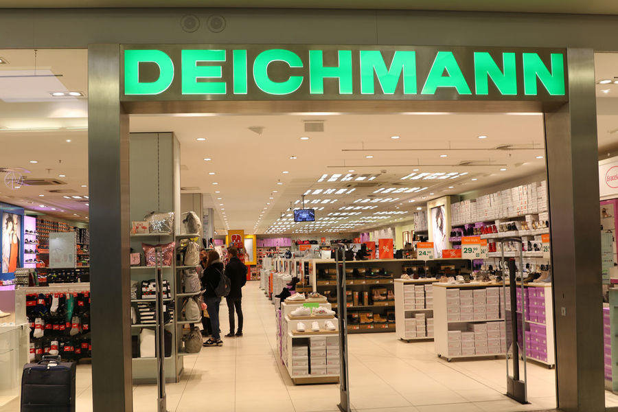 Deichmann store exterior. With around 3800 stores, Deichmann sells an extensive range of branded shoes throughout Germany Shoe Shoe Shopping Shoe Shop Shoe Store Shoes Shop Shoes ♥ Shopping Shopping Center Shopping ♡ Brand Commercial Sign Deichmann Mall Outlet Outlet Mall Shoes Shoes Store Shop Shopping Centre Shopping Mall Shopping Time Store
