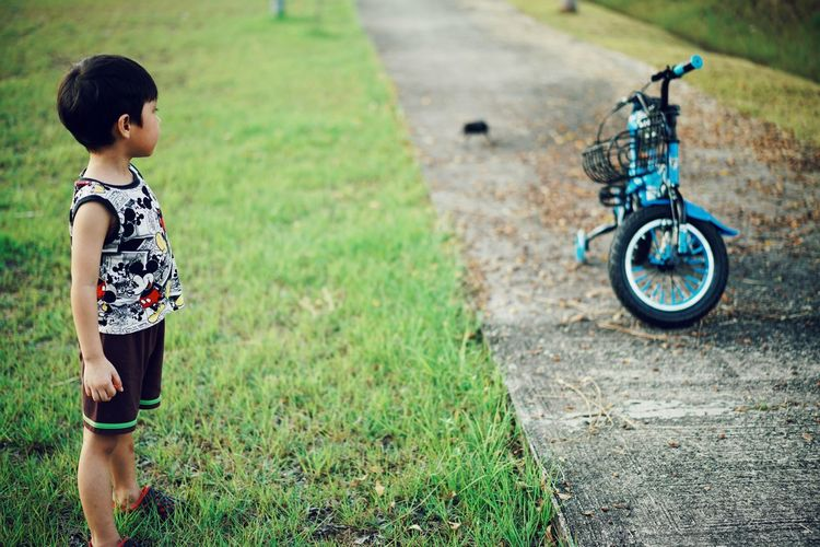 scared Kidsphotography Kids Being Kids Kids EyeEmNewHere People Playing EyeEm Kids Child Childhood Bicycle Happiness Rural Scene Standing Boys Smiling Cycling Grass Growing