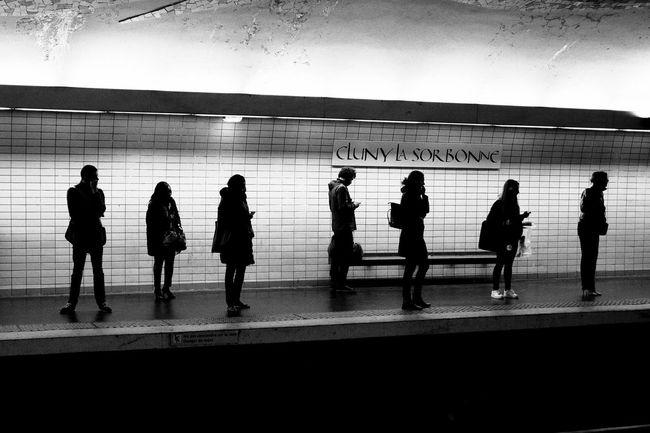 Un moment. Paris ParisByNight Parisian Parisian Subway Stories Parisian Cliché ParisianLifestyle Parisian Subway Parisian Life Fujifilm_xseries Black And White Photography Blackandwhite Black And White Streetphotography Street Photography Streetphoto_bw