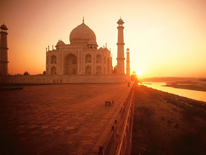 Traveling Home For The Holidays Sunset Architecture Dome Travel Destinations Cultures History Tomb Building Exterior Sunlight Wonderful Place India A Peaceful Evening