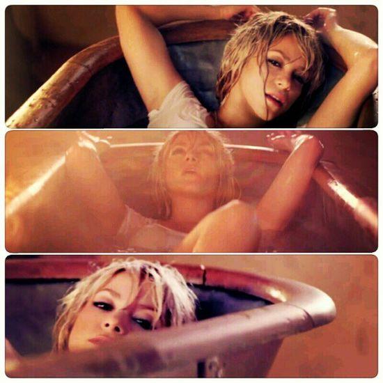 Deve ser o perfume que você usa ou a água com que você toma banho... AddictedToYou Shakirabrasil Shakira