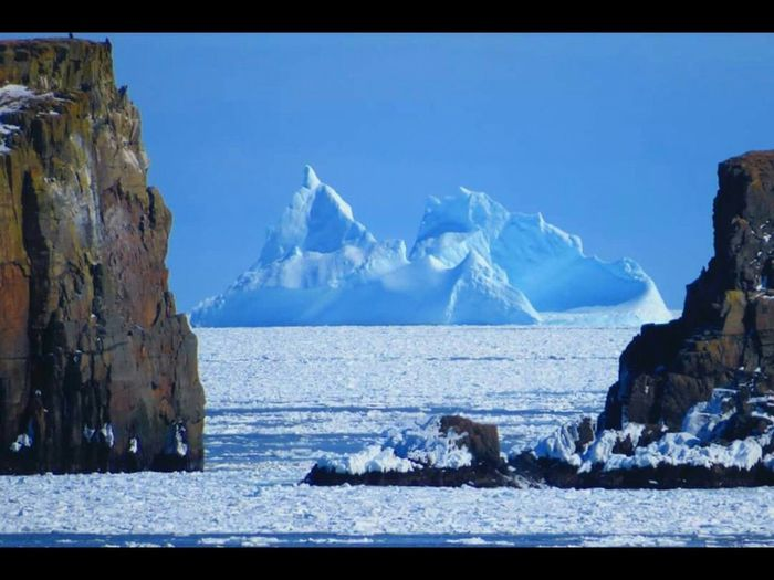The wind was high for the past few days,, blowing 110/135 km hour winds,, so parts of the island is blocked with Ice pans My Home Town! My Province 🇨🇦 Icebergs