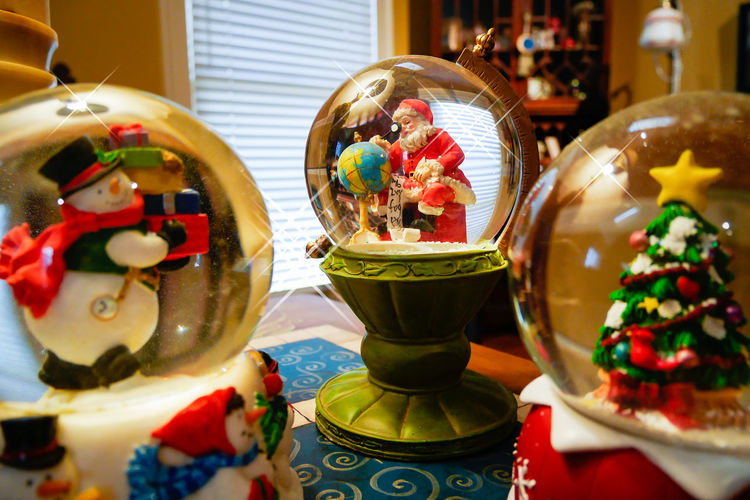 Christmas Christmas Decoration Christmas Decorations Christmas Tree Indoors  Kris Kringle Packages Santa Santa Claus Shopping Snow Dome Snow Globe Snow Storm Snowdome Snowglobe Snowglobes Snowman Snowstorm Water Globe Waterglobe
