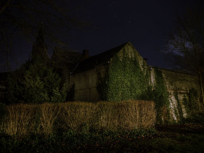Plant Built Structure Architecture Night Building Exterior Tree Nature Sky Building No People Land House Field Landscape Grass Tranquility Farm Outdoors Scenics - Nature Agricultural Building Buiräbähnlisafari NRW