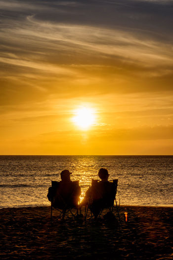 silhouettes of lovers in a sunset on the beach 43 Golden Moments Beach Couple Couple Of Lovers Golden Hour Lovers Silhouettes Silhouettes In A Sunset Silouette & Sky Sunset Sunset On The Beach
