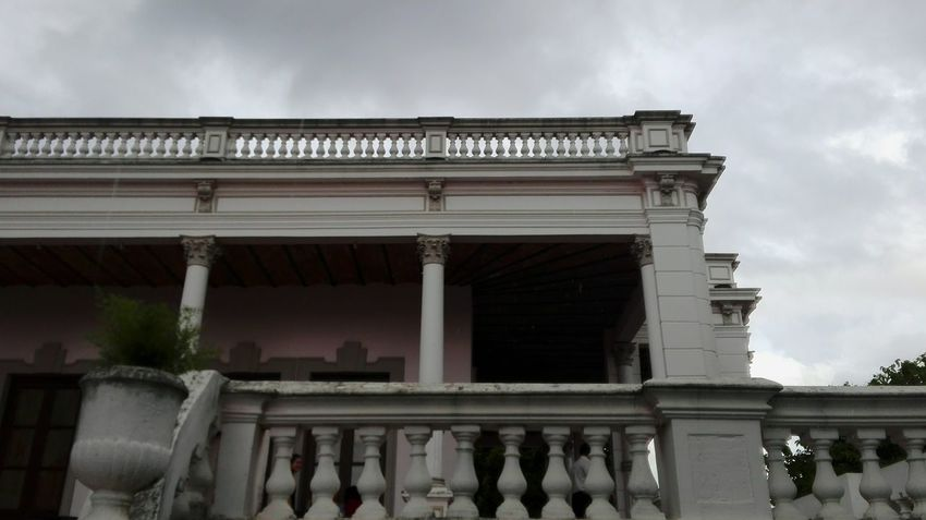 Grey sky EyeEmNewHere EyeEm Selects Discover Your City Paraguay-Asuncion Paraguayan Architecture Corintian Architecture Architectural Column Built Structure History Travel Destinations Business Finance And Industry Building Exterior Day Shades Of Winter