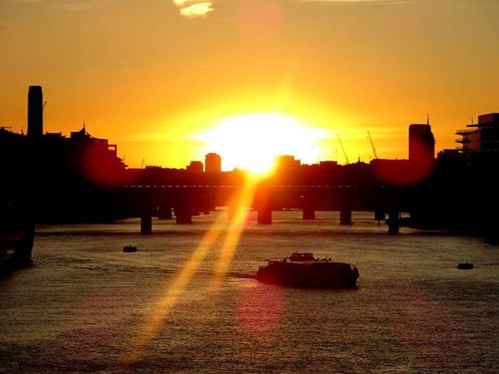 London's sunset Instagram Instagramuk Achadosdasemana Perdidosdasemana Sunset Nofilter Fotomissao Amigersbr Urbanandstreet