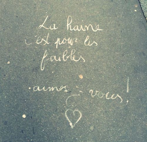Capturing Freedom : True do Love & not War because this is the real Freedom ❤️ that was a Graffiti in Paris 🇫🇷 ... Floor & Streetphotography