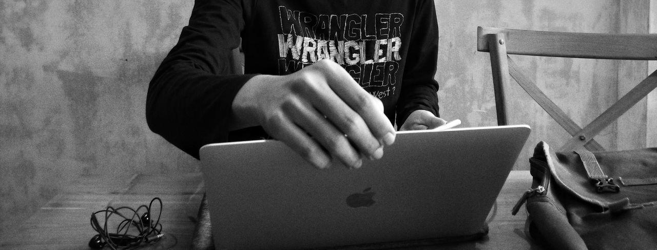 Phone IPhone Iphone7 Blackandwhite Bnw Office Officer Freelance Work Freelance Freelancer MacBook MacBookPro Apple Headphones Table Chair Wrangler Bag Laptop Bag Laptop Apple Laptop Work Working Worker Human Hand Men Close-up Human Finger Finger First Eyeem Photo