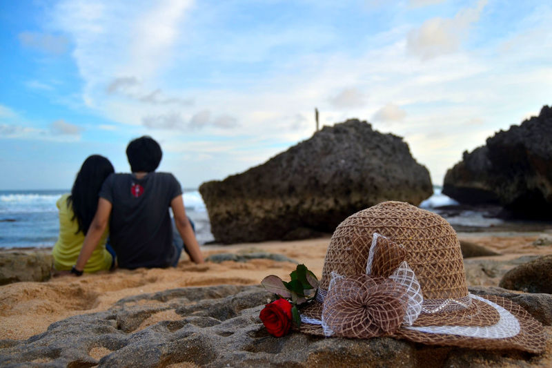 hat and roses Girl Girlfriend Love Laugh Happiness Holiday Vacations Beachphotography Bird Sunset Happy Beach Togetherness Sitting Wool Relaxation Men Sky Picnic Blanket Picnic Picnic Basket Sand Blanket Sandy Beach FootPrint Horizon Over Water Hooded Beach Chair