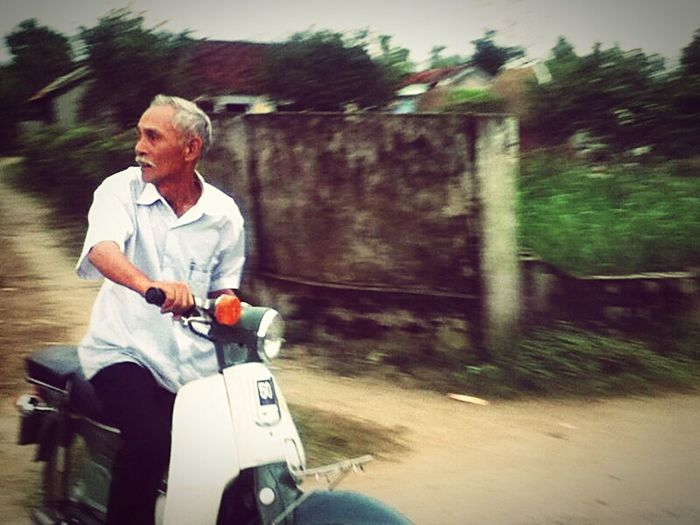 Everyday Joy old man inspire me to live as much as i can