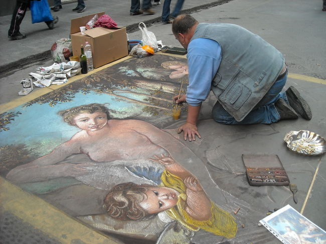 Italy❤️ Florence Drawing Street Painting Classic Painting On The Street Artist Streetart Painting Artistic Art And Craft Reinessance Europe Renaissance Artist At Work Crayons
