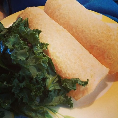 Mushroom and vegetable filled crepes with a side of kale Healthyeatingagain Diditbefore Willdoitagain Healthy Food Yum