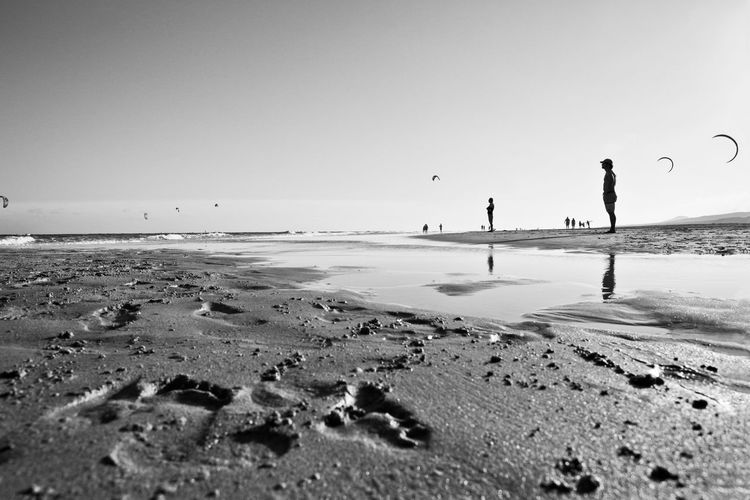 #Kite#freedom #blackandwhite #horizon #landscape #nature #photography #surfing #surf #shortboard #beach #wave Beach Beauty In Nature Clear Sky Horizon Over Water Lifestyles Real People Scenics Sea Sky Tranquil Scene Water EyeEmNewHere
