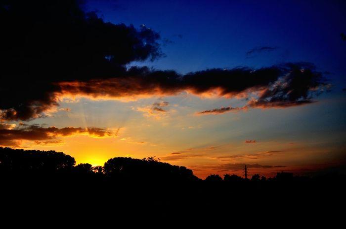 Dusk Sky And Clouds Sunset Silhouettes Sunset At Dusk Lights At Dusk Duskporn Sky