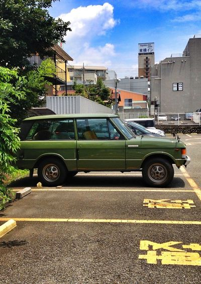 Parking Green Range Rover Historic