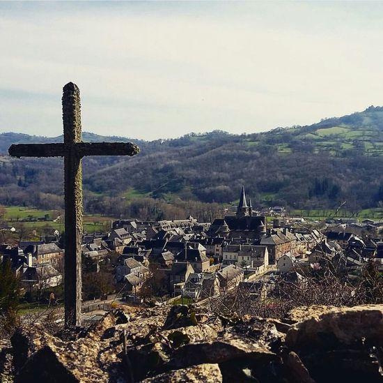 Saint Come D'Olt Villagedefrance Aveyron Clocher Clochertord PlusbeauvillagedeFrance Magnifique Croix Landscape Paysage Aubrac Printemps Calvaire