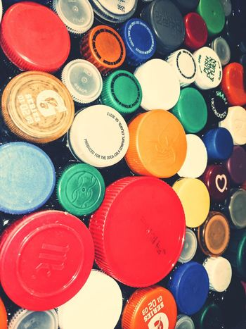 I see colors. Toledo Zoo Colors Aquarium Bottlecaps Plastic Gatorade Powerade Cocacola Red Green Color White Orange Color Blue Palette Day